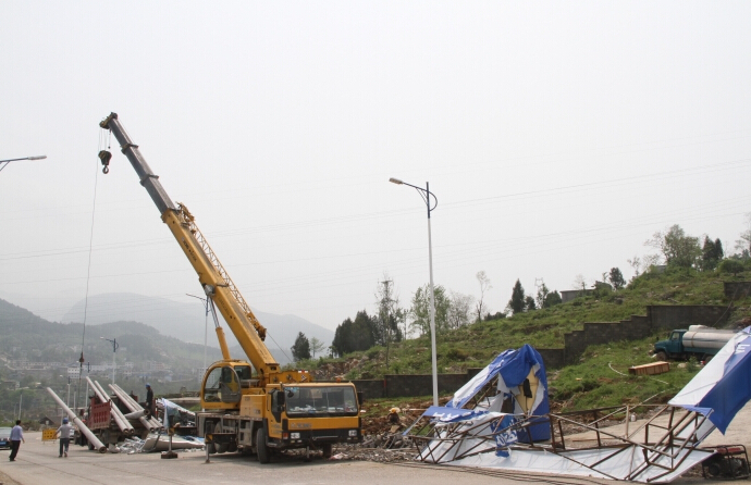 无锡吊车移植电线杆